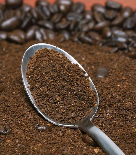 KávéNapi egy-két csésze kávé, tea vagy kóla nem árt se a babának, se neked. Többet azonban semmiképpen ne fogyassz, a koffein a csecsemőnél ugyanis akár refluxot is okozhat.