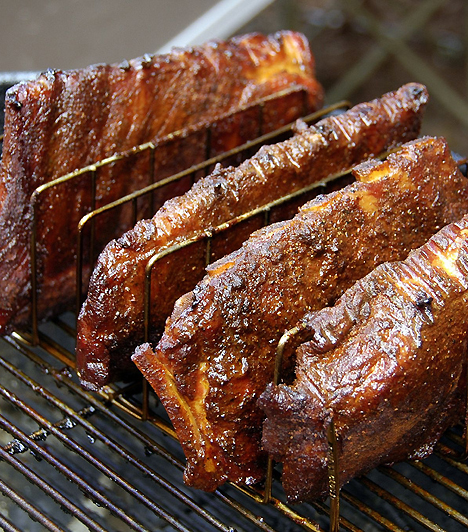 Zsíros húsokAzok a növényvédő szerek és egyéb káros anyagok, amiket az állatok táplálékukkal felvesznek, a zsírjukban és belső szerveikben halmozódnak fel. Éppen ezért a májat, vesét és velőt teljesen iktasd ki étrendedből, a zsíros húsokat pedig cseréld sovány baromfihúsra.