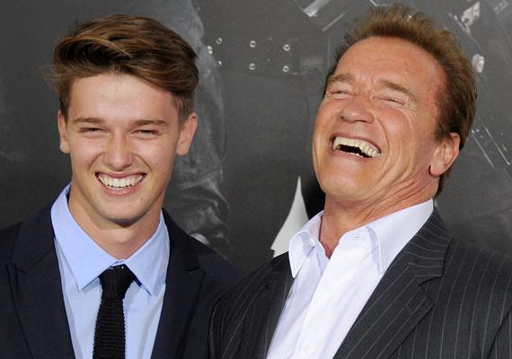 Arnold Schwarzenegger és 18 éves fia, Patrick egyre jobban hasonlítanak egymásra. Nevetése és szemei is szakasztott az apjáé, és mivel apja testépítőként kezdte, genetikája sem akármilyen. Vajon ő is deltásra gyúrja majd magát?