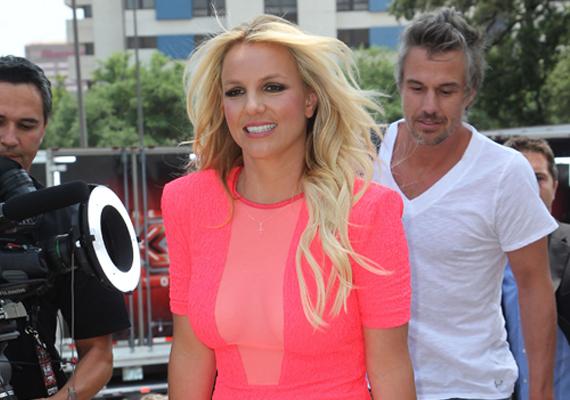 Amilyen ígéretesen indult Britney Spears karrierje, olyan mélyre süllyedt anyaként és emberként is. Nem egyszer volt rá példa, hogy gyermekeiről sem gondoskodott megfelelően. Talán mostanság jó útra tér.