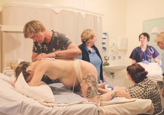 A fotós dúla úgy gondolja, a szülés órái lehetővé teszik a nő számára, hogy mélyebb kapcsolatba kerüljön saját testével.