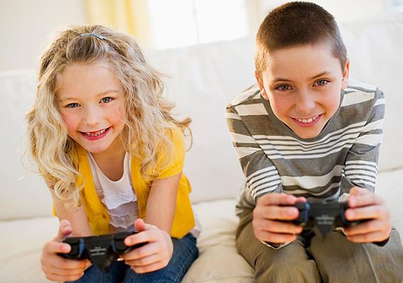Hasznos, ha a tanulás mellett azért még gyerek marad a gyerek, vagyis jut ideje játszani, kikapcsolódni is. Ha nyűgösen, fáradtan esik haza az iskolából, hagyd egy kicsit pihenni, feloldódni, de nem mindegy, mit játszik az agytorna előtt. A playstation, illetve a számítógépes játék koncentrációt igényel és a szemet is terheli, így utána nehezebben mehet a leckeírás.