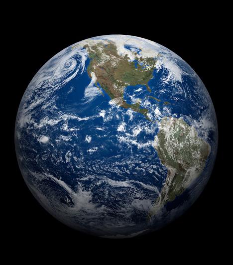 Google Föld  A Google Earth, vagy magyarul Google Föld a földrajztanulásban segítheti csemetédet. Segítségével nemcsak egy térképen tanulmányozhatja az országok, szigetek és tengerek fekvését, illetve a történelmi helyszíneket, hanem a neten keresztül valós képen meg is nézheti mindezt.