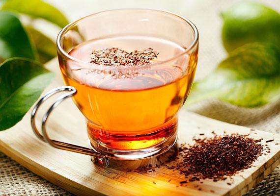 Tejserkentő teákApropó, folyadékfogyasztás - léteznek direkt a szoptatás alatt ajánlott, tejtermelődésre kedvezőleg ható teakeverékek, amelyeket érdemes kipróbálnod. Igyál napi egy-három csészével! Bizonyos gyógynövények segíthetnek, hogy több tejed legyen, például a citromfű, az édeskömény, a kamilla vagy a csalán. Érdeklődj a gyógynövényboltokban!