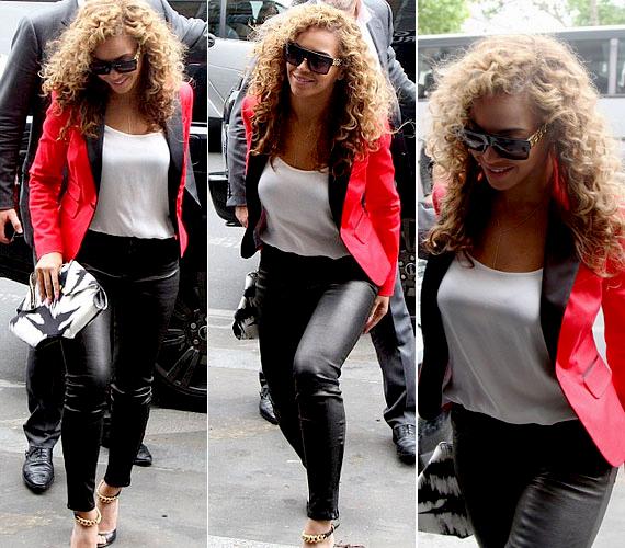 A 30 éves Beyoncé sosem tartozott a csontsovány énekesnők közé, sőt, sokan éppen nőies formái miatt rajonganak érte. Mióta várandós volt Jay-Z-vel közös gyermekükkel, Blue Ivy Carterrel, talán még kerekebb lett - amit férje a legkevésbé sem bán.
