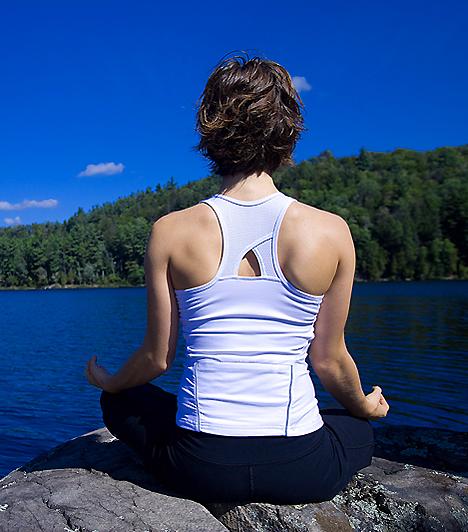 JógaTerhességed vége felé, ha pocakodtól már nem bírsz rendes tornagyakorlatokat végezni, próbálj ki pár egyszerűbb jógagyakorlatot. Ez a mozgásforma segít ellazulni, és enyhíti a fájdalmakat. Különösen ajánlott, ha erős hátfájás gyötör.