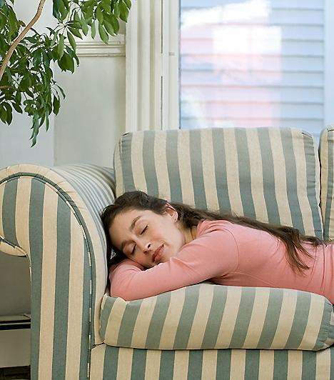 PihenésAhogy a baba fejlődik, nem leszel olyan kicsattanóan energikus, mint régen. Várandósságod ideje alatt pihenj minél többet, hiszen a te szervezetednek is szüksége van a feltöltődésre és a stresszmentes nyugalomra.