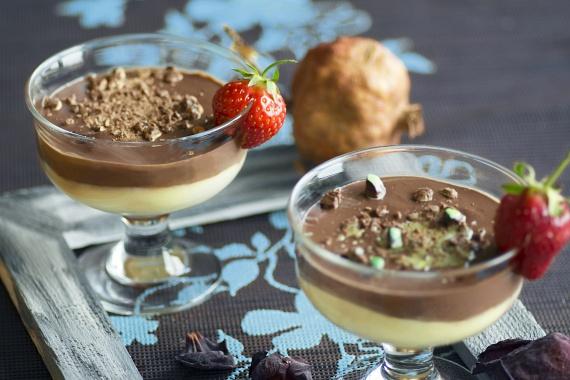 Pudingot is készíthetsz gyümölcsökből. Két kisebb vagy egy nagyobb banánt turmixolj össze egy negyed avokádóval, két evőkanál karobbal vagy jó minőségű kakaóporral, valamint egy-két evőkanálnyi vízzel, illetve ugyanilyen mennyiségű banánt, avokádót és vizet egy kis vaníliaporral. A kétféle pudingot rétegezve helyezd üvegpoharakba vagy -tálkákba. Feldobhatod friss és aszalt gyümölcsökkel is.