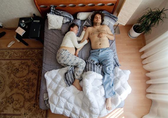 Képein 40 pár szerepel, általuk a terhesség 40 hetét mutatta be Jana Romanova.