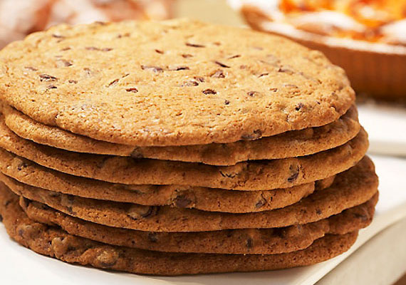 Ha a teljes kiőrlésű kenyeret nem szereti, süthetsz neki teljes kiőrlésű lisztből sütit is. A kis kekszeket, aprósüteményeket biztosan nagyobb kedvvel majszolgatja majd. Süsd nádcukorral vagy mézzel, mert egészségesebbek, mint a fehér kristálycukor.