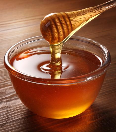 Mézkúra  A méz teli van minden jóval, vitaminokkal, enzimekkel, ráadásul gyulladáscsökkentő, fertőtlenítő hatása is van, ezért torokfájásra remek gyógyír. Mégsem érdemes kicsiknek - pláne egy éven aluliaknak - adni, mert az ő bélflórájuk még nem tud vele megbirkózni, így allergiát okozhat.