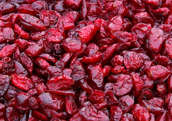 Az áfonya vagy a vörös áfonya nem csupán az érrendszer tónusát és a vérkeringést javítja, de gyulladáscsökkentő hatással is bír. Ha nincs szezonja, fogyaszthatod aszalt formában is.