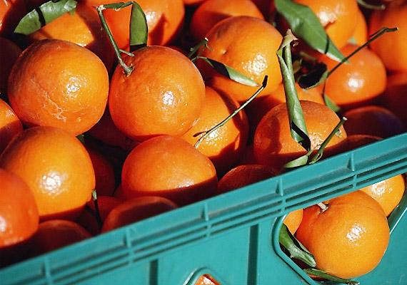 A citrusfélékben található C-vitamin segíti a vérkeringést, és erősíti a visszerek, hajszálerek falát. A megfelelő hatásért naponta fogyassz narancsot, mandarint, grépfrútot, de például a zöldpaprika is remek természetes C-vitamin-forrás, és most szezonja is van.