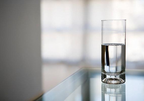 Ha nem iszol eleget, a véred sűrűbb lesz, és nehezebben kering. Ezt megelőzendő igyál meg napi két-két és fél liter vizet.