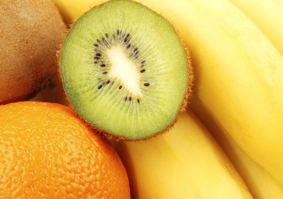 Végül a déligyümölcsök, amelyek bár messziről érkeznek, mégsem kell őket teljesen mellőzni az étrendből. A banán kalciumtartalma, a kivi kiemelkedő C-vitamin-tartalma révén hasznos lehet márciusban a szervezetnek.