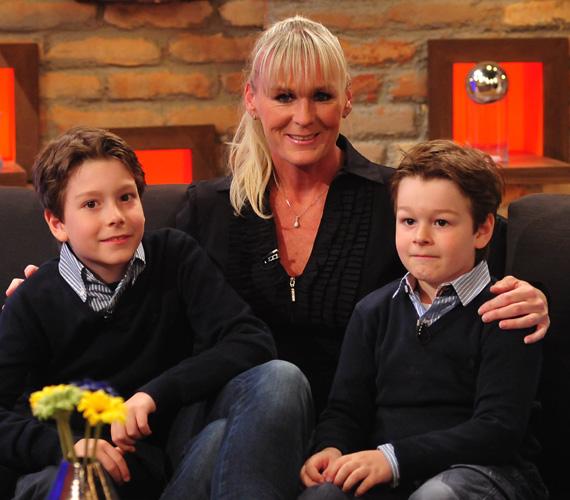 Temesvári Andrea háromgyerekes anya: nagylánya és két fia, Milán és Márk nagyon kiegyensúlyozott lurkók, elevenek, de nem rosszak, és testvérként is jól kijönnek egymással.