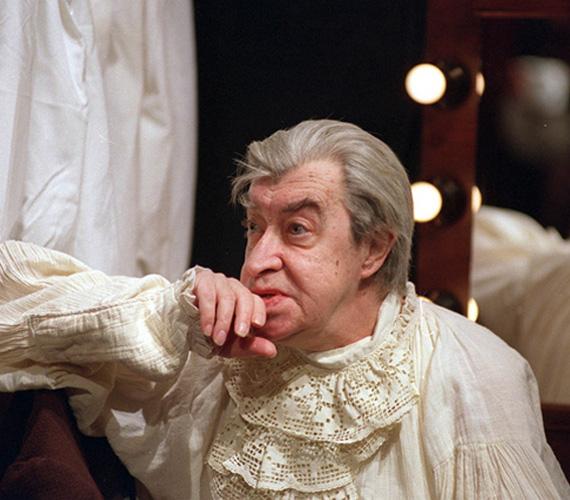 Hosszan tartó, súlyos betegség után márciusban elhunyt Hável László. A 75 éves Aase-díjas színművész sokak számára ismert lehet a Szomszédok című sorozatból, ahol mentőápolót játszott.