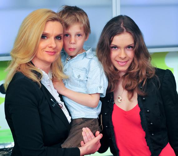 Janza Kata szeptemberben közleményben tudatta, hogy elválnak férjével, Kővári Lászlóval. A színésznőnek ez már a második zátonyra futott házassága.