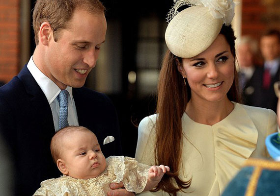 Katalin hercegnő és Vilmos herceg csak három hónappal a születése után, a keresztelőn mutatták meg György herceget.