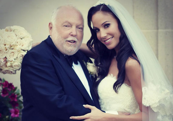 Az idei év egyik leginkább várt sztáresküvője Andy Vajnáé és Palácsik Tímeáé volt. Nézd végig az esküvőn készült fényképeket!