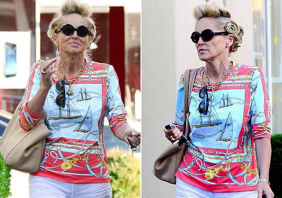 Sharon Stone többször is megmutatta egy év alatt, hogy fittyet hány az elvárásokra, és ha kedve szottyan rá, akkor hajcsavarókkal a fején közlekedik.