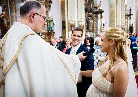 Kiderült az is, hogy Polgár Krisztina, az egykori Miss Earth Hungary szűk családi körben, a média kizárásával múlt hétvégén kimondta a boldogító igent.