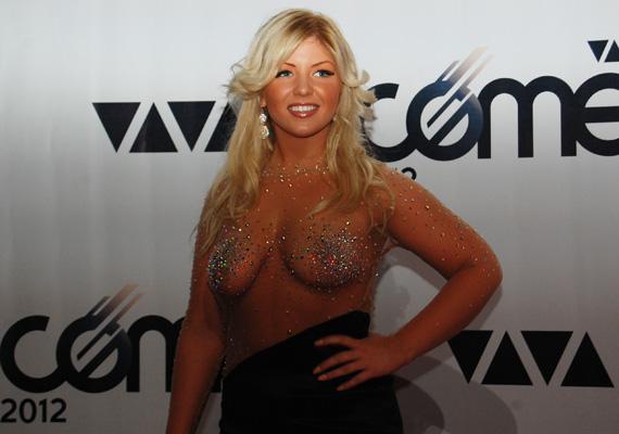 Tolvai Renáta énekesnő kétségkívül a VIVA Comet 2012 legmerészebb szerelését tudhatta magának csütörtök este. Nézd meg, kik voltak az est legdögösebb sztárjai! »
