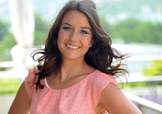 Rátonyi Krisztina még csak 22 éves, de egyre több feladatot bíznak rá a köztévénél. A csinos, barna műsorvezető jövő héten a Balatoni nyár című délelőtti műsorban is megmutathatja tehetségét.