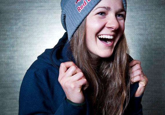 Ez a csinos lány hazánk legújabb sztársportolója: Gyarmati Annára számos rendkívül fontos megmérettetés vár a következő hónapokban, ezek eredményétől függ, hogy a 20 éves lány a 2014-es szocsi téli olimpián elsőként képviselheti-e hazánkat a snowboardosok között.