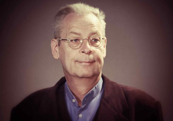 Csütörtök este elhunyt Karácsony Tamás, a kaposvári Csiky Gergely Színház színművésze, aki egy héttel korábban súlyos közlekedési balesetet szenvedett - tudatta honlapján a teátrum.