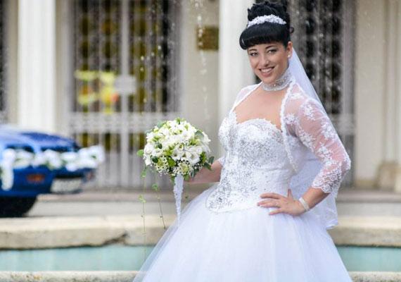 Baby Gabiról is kiderült, hogy augusztus végén titokban összeházasodott párjával. Az esküvői fotókért kattints ide »