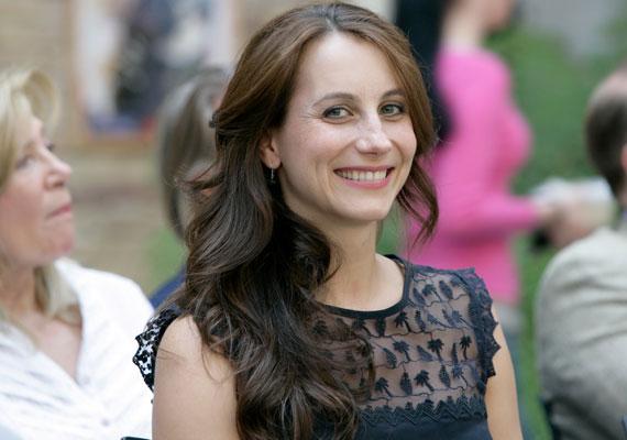 Balla Eszter színésznő a Madách Színház évadnyitó darabja, a Poligamy sajtótájékoztatóján árulta el, hogy két hete kislánya született.