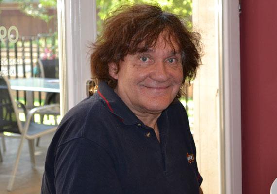 Miklós Tibort, a Rock Színház alapítóját és igazgatóját szeptember 7-én este 66 éves korában, váratlanul érte a halál. A Generál együttes szövegírójaként tűnt fel, nevéhez fűződik a hazai rockopera megteremtése.