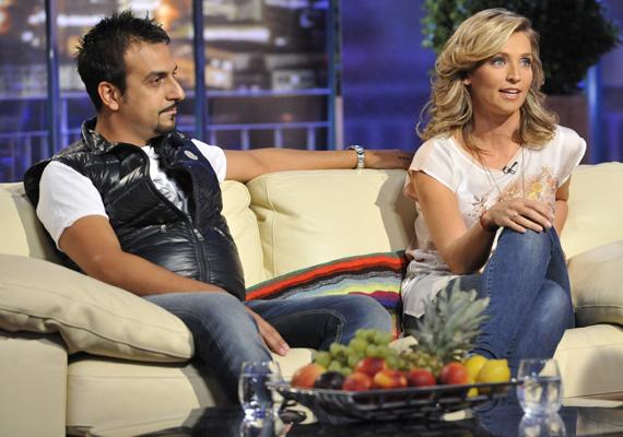 A DTK Show csütörtök esti adásában beszélt először Novodomszky Éva olasz férje, Salvo az ismert magyar tévéssel való házasságáról. Bevallotta, az első időszakban néha szörnyen érezte magát Magyarországon.