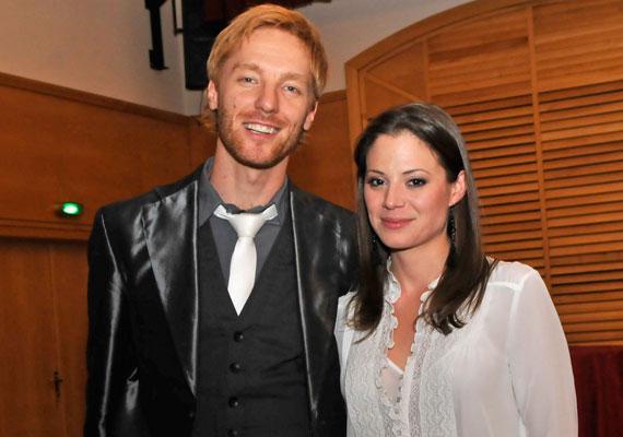 Hivatalosan is kimondták Szinetár Dóra és Bereczki Zoltán válását. A színésznő tavaly nyár óta Makranczi Zalán színésszel alkot egy párt, Bereczki oldalán nem tűnt fel még barátnő.
