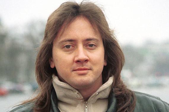 Ambrus Zoltán idén januárban jelentette be, hogy egy évre visszavonul az Irigy Hónaljmirigy együttesből, váratlan döntése mögött pedig fájdalmas magánéleti okok húzódtak meg.
