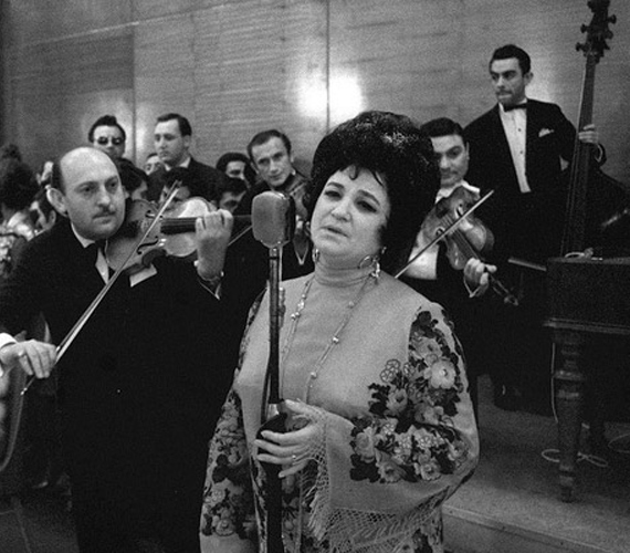 A héten elhunyt Kovács Apollónia, Kossuth-díjas előadóművész. Láthattuk őt a János vitézben és a Csárdáskirálynőben is.