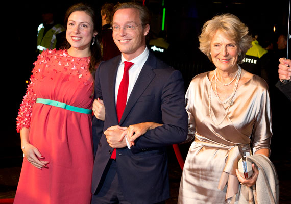 A hazai lapok közül először a Femina számolt be arról, hogy a magyar származású Cservenyák Viktória, akiből október elején lett holland hercegné, máris várandós.