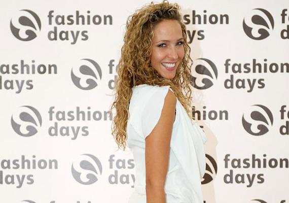 Dammak Jázmin 2008-ban megnyerte a Miss Universe Hungary szépségversenyt. Már négy éve együtt van a vízilabdás Hosnyánszky Norberttel, akivel néhány hónap múlva szülők lesznek.