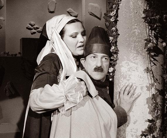 Szeszélyes évszakok: ha humoros műsor, akkor egyértelműen a Szeszélyes évszakok vitte a pálmát a nyolcvanas években. Antal Imre fanyar humora és a bohózatok sok nézőt csábítottak a képernyők elé. A műsorvezető színészként is megmutatta tehetségét, Pécsi Ildikóval előadott A néma levente-jelenete máig emlékezetes. Antal Imre 2008-ban, 72 évesen hunyt el.