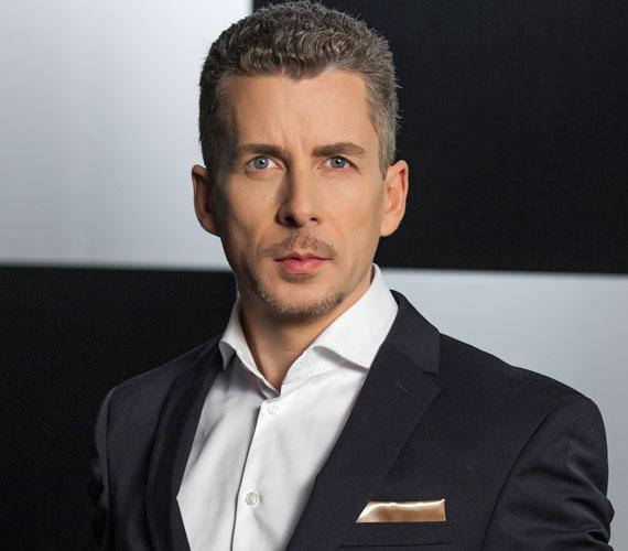 Rákay Philip idén márciusban jelentette be, hogy távozik a köztévétől, ugyanakkor műsorvezetőként és kreatív producerként folytatja munkáját az MTVA-nál. Az értesülések szerint A Dal zsűritagjai között sem láthatjuk 2016-ban.