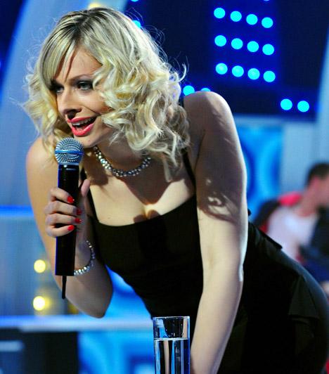 Peller Mariann  A szőke műsorvezető igazi dívaként mutatkozott be a színpadon, partnerével, Bereczki Zoltánnal hamar összhangba kerültek.