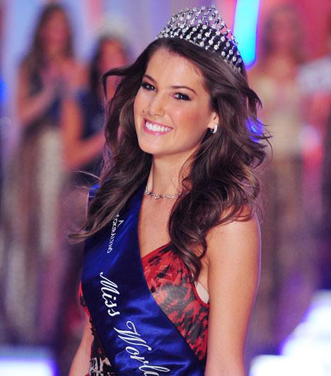 Szunai Linda  A legékesebb korona a 18 éves nagykovácsi lány, Szunai Linda fejére került, aki ezzel egy éven keresztül a Miss World Hungary cím boldog birtokosa lett.  Kapcsolódó cikk: Elvehetik a magyar szépségkirálynő koronáját? Szunai Linda megszólalt az ügyben »