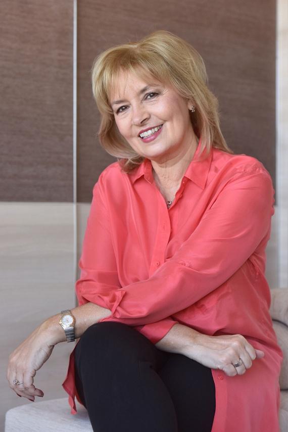 Ábrahám Edit 60 évesen még mindig gyönyörű. A népszerű színésznő kétszer mondta ki az igent, második férje Horvai Mátyás, az LNX ügyvezető igazgatója, aki mellett úgy érzi, hogy végre révbe ért.