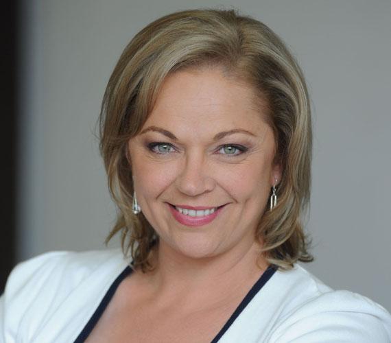 Berényi Zsuzsa megformálója, Csomor Csilla 2008-ban szállt ki a sorozatból. Karaktere vidékre költözött, de néha még megjelentik, így 2011-ben, 2012-ben és 2013-ban is láthatták a nézők.