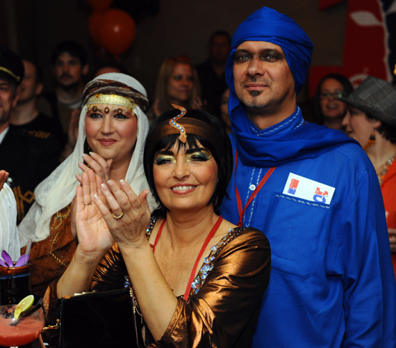 Ábrahám Edit Kleopátrának öltözött, de Szőke Zoltán és felesége, Laki Anikó is bátran bújt jelmezbe.