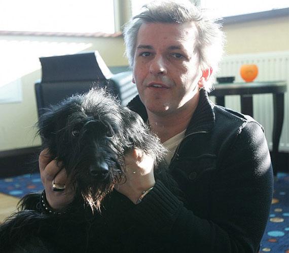 Amikor meglátta Alföldi Róbert ezt az izgó-mozgó fekete szőrcsomót Szőke Andrásnál, azonnal tudta, hogy szüksége van rá. Azóta alkotnak tökéletes párost - tíz éve már.