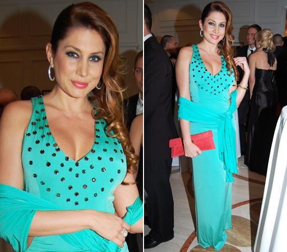 Horváth Éva szintén türkizben pompázott. Az általa viselt Magenta kreáció díszítése a modell és műsorvezető dekoltázsára irányította a figyelmet.