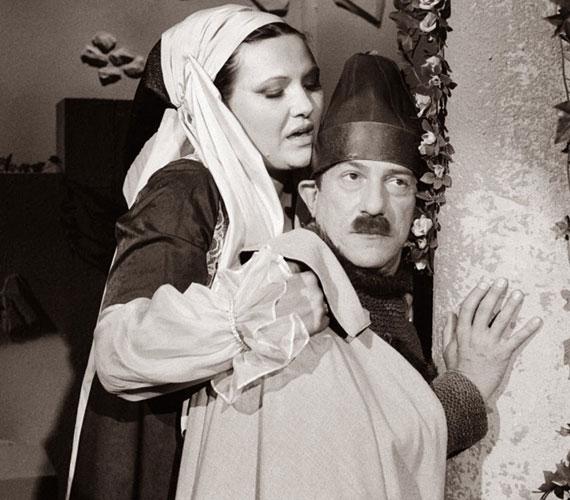 A Pécsi Ildikóval előadott Rómeó és Júlia-paródia - a nézők imádták! Kudlik Júliával is többször alkottak humoros párost, így jódliztak és balettoztak is együtt.