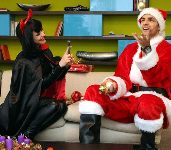 Antal Timi és Oláh Gergő igyekeznek az X-Faktor-házba is ünnepi hangulatot csempészni, apró díszekkel és karácsonyi zenékkel hangolódnak a szeretet ünnepére.